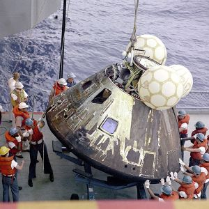 600px-Apollo13-load_on_deck